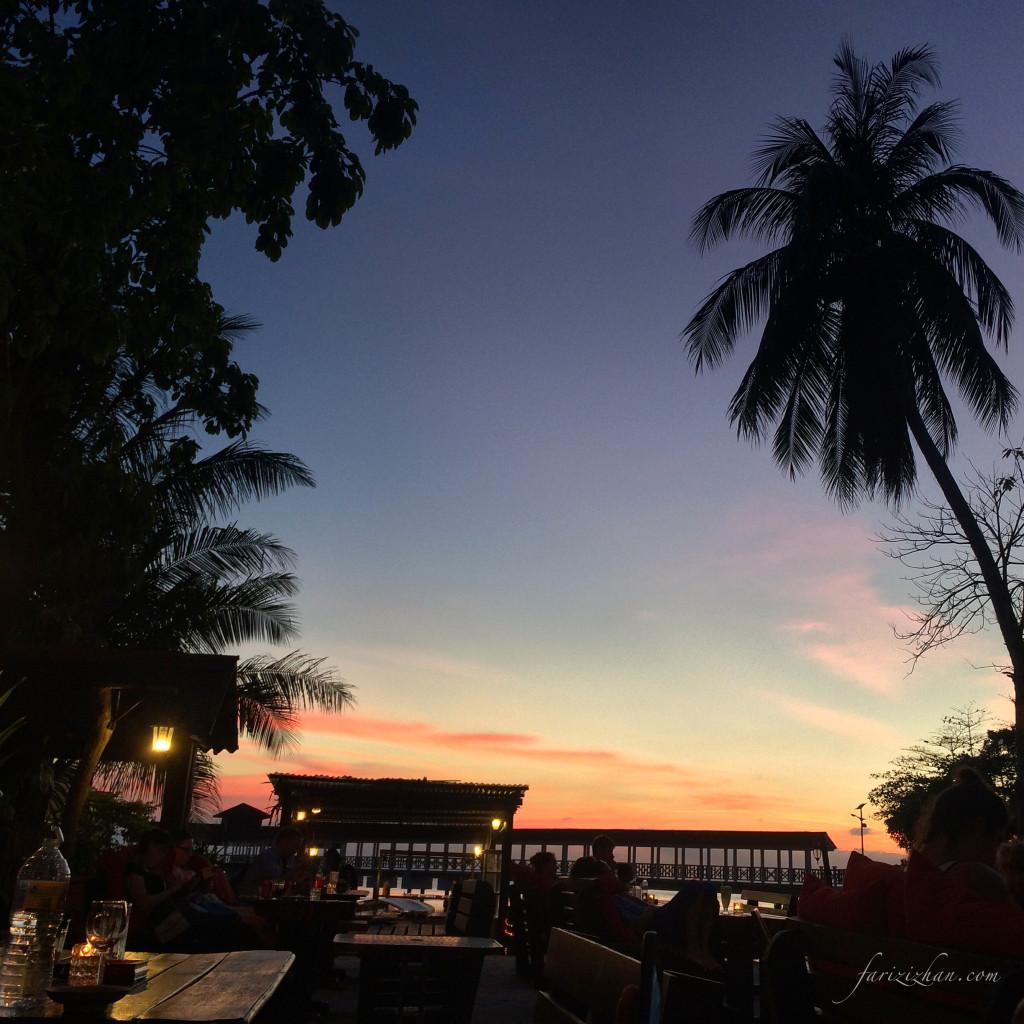 Waktu Senja di Ombak Cafe