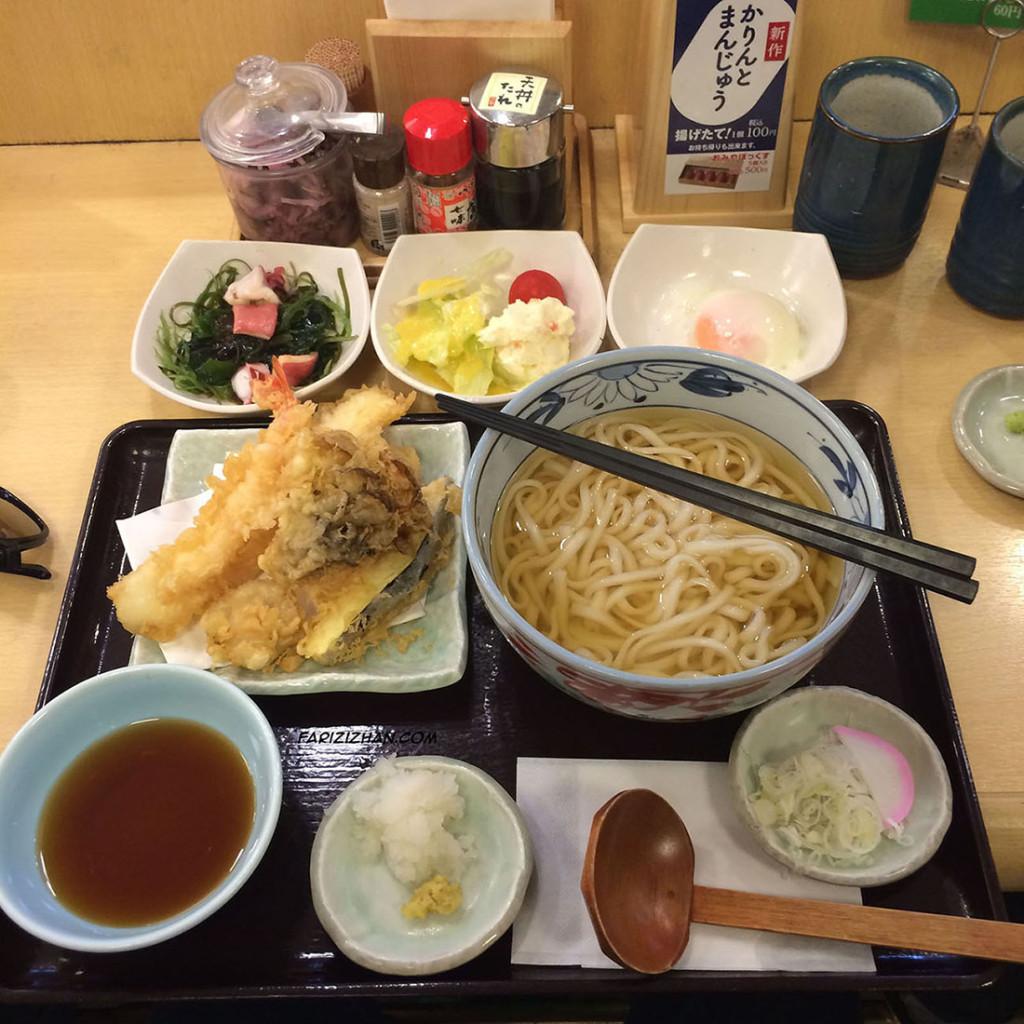 udon-with-seafood-tempura