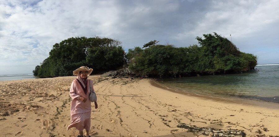 pantai-nusa-dua-bersama-nenek-aku