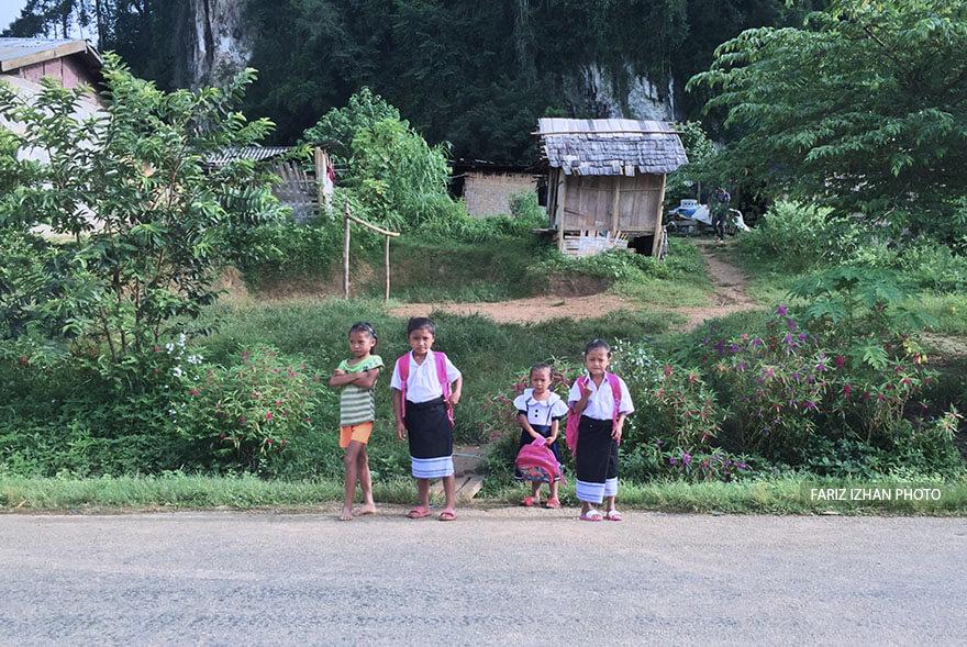 baju-budak-sekolah-laos