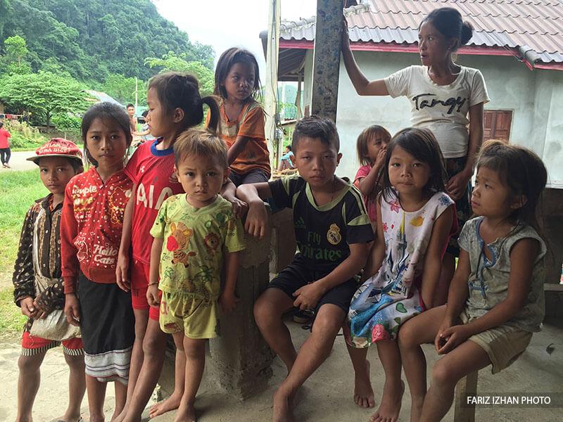 budak-kampung-banthamtai-laos